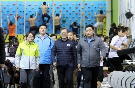 문재인 대통령, 진천 선수촌 격려 방문