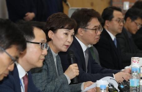 """김현미 국토장관 """"재건축 연한 상향ㆍ안전진단 개선 필요"""""""
