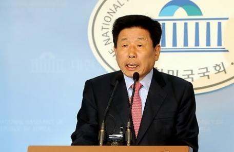 """유인태, 김두우 발언 정면비판… """"노무현 정부는 유리알처럼 깨끗했다"""""""
