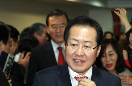 """홍준표 """"文정부, 헌법서 '자유'문구 삭제…좌파 개헌 시도"""""""