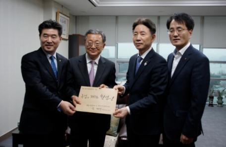 농협 조합장, 농업가치 헌법 반영 건의문 국회 전달