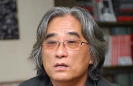 연극계 '성추행' 이윤택 연출 영구제명 등 '퇴출 도미노'