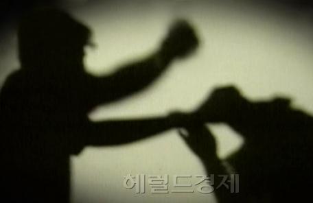 """""""퇴마 의식한다""""며 6살 언어장애 딸, 살해한 여성 검거"""