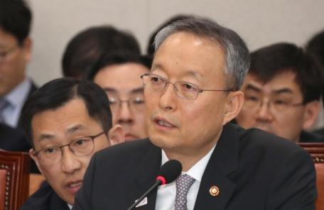 """백운규 산업 장관 """"GM, 불투명 경영해소-장기투자-고용안정 플랜 내놔야"""""""