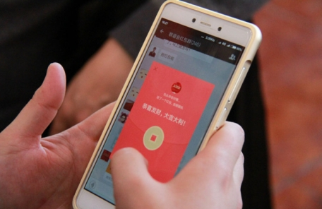 (토생)中 춘제 '빨간봉투' 세뱃돈은 역사속으로?...8억명이 스마트폰 송금