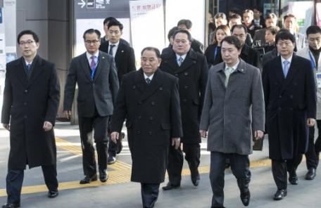 문재인 대통령, 김영철 북한 부위원장과 회동