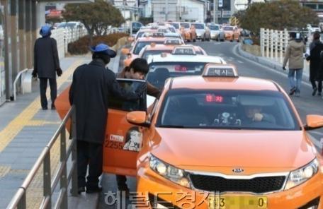 (26일/온 0800)서울시, 택시비 최대 25% 인상 추진…기본료 4500원도 검토-copy(o)1