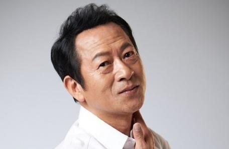최일화 과거 성추행 자진고백…누리꾼들 박수? 비난? 고민
