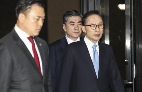 "MB측 ""구속영장 청구, '이명박 죽이기'…혐의 인정 못해"""
