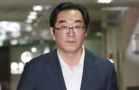 """""""'민중은 개·돼지' 발언 나향욱 복직 안된다""""… 靑청원 글 쇄도"""