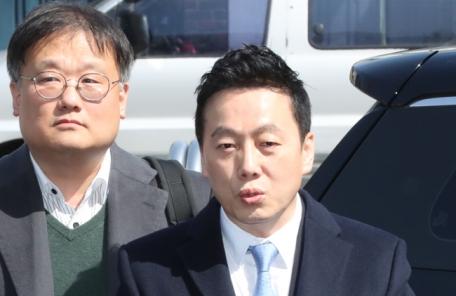 """정봉주, 경찰 출석…""""무죄 입증 자신"""""""