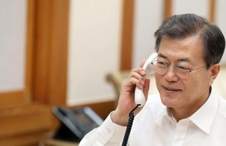문재인-김정은 '직통 핫라인' 개설… 의미는?