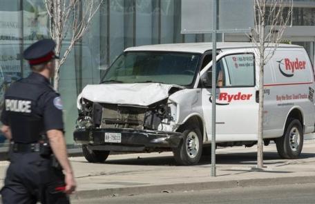 캐나다 차량돌진 9명 사망 참극…테러 가능성 조사