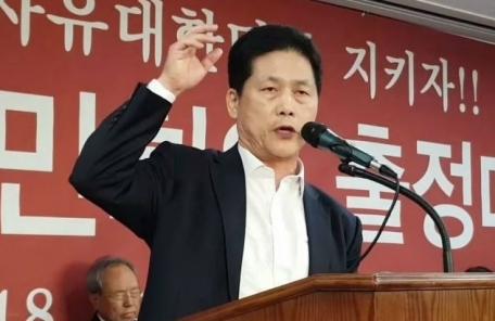 """김진 """"文대통령 시체 묻힐 때 16만 영혼이 막을 것"""" 막말 파문"""