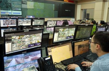 지하철역 40곳 CCTV 전부 뒤져 절도범 잡은 부산 경찰