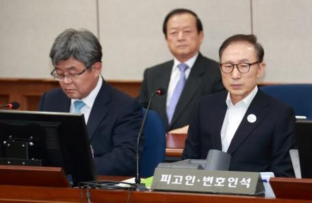 """'삼성 뇌물' 검찰 주장에 MB """"뭐 때문에 날 그렇게 엮으려고…"""""""