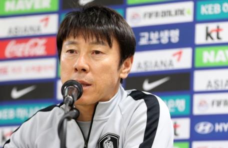 '월드컵 코치' 차두리ㆍ전경준, 기자석에서 헤드셋 끼고 감독과 교신한다