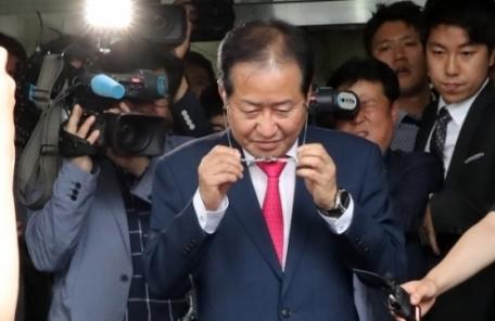 '참패' 책임지고 사퇴한 홍준표, 변호사 재개업 신청