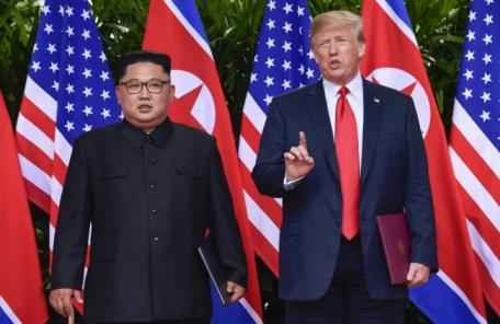 """트럼프, 대북제재 1년 더 연장 """"北위협 계속"""""""