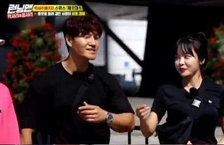 혹시 사귀는거야?… 김종국♥홍진영 또 '블랙 커풀룩'