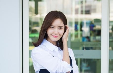 싱가포르 팬미팅 나선 윤아, 린넨 원피스의 썸머 스타일링 뽐내