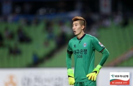 조현우, 핸드볼 파울로 데뷔 6년만에 첫 퇴장