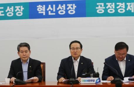 """홍영표 """"특검 영장청구는 무리수"""""""