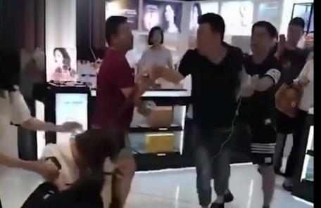 중국인들, 서울 롯데면세점서 볼썽사나운 난투극…왜?