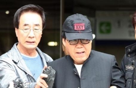 '그림 대작' 가수 조영남 항소심에서 무죄