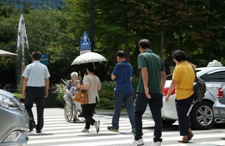 건강면/박스)느리게 걷는 노인, 사망률  2.5배ㆍ요양병원 입원율 1.6배