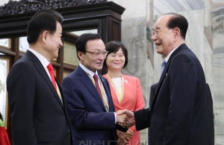 '노쇼' 여야3당, 北김영남과 머쓱한 만남