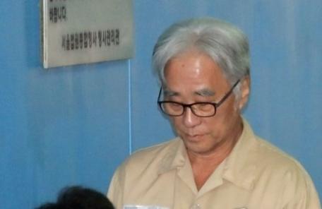 이윤택 1심서 징역 6년 선고…'미투' 첫 실형