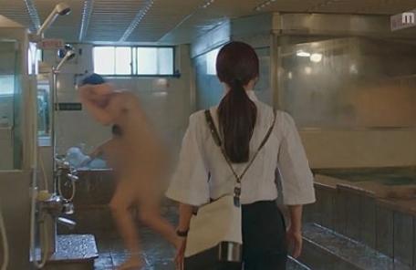 """'숨바꼭질' 측, 목욕탕신 사과…네티즌 """"여성의  남탕 침입은  성범죄"""""""