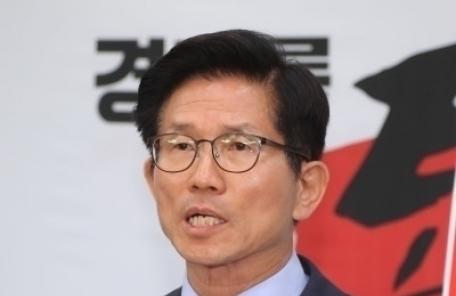 """김문수 """"당협위원장 일괄사퇴 의결은 폭거, 쫓겨날 사람은 김병준"""""""
