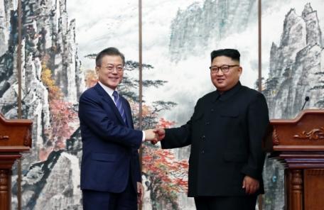(수정) '평화모멘텀' 살린 文대통령, 김정은 메시지 들고 트럼프와 '종전선언' 담판