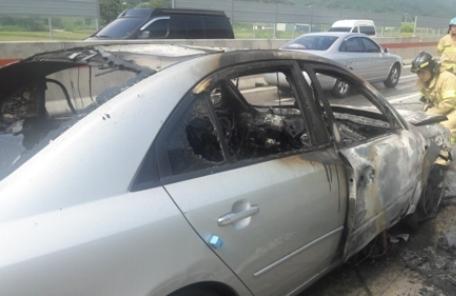 경부고속도 쏘나타서 불…50분간 차량정체