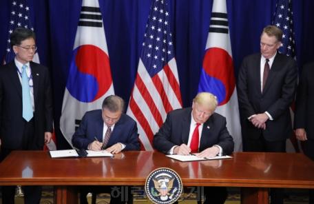 한미정상회담, 예상보다 20분 연장…비핵화ㆍ종전선언 논의