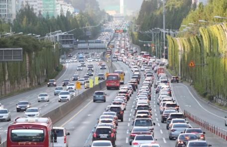 추석 당일 고속도로 통행량 607만대…역대 최다