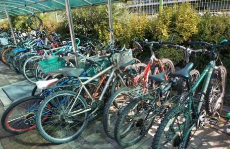 [천덕꾸러기 자전거①]방치 자전거로 '수북'...흉물된 자전거거치대