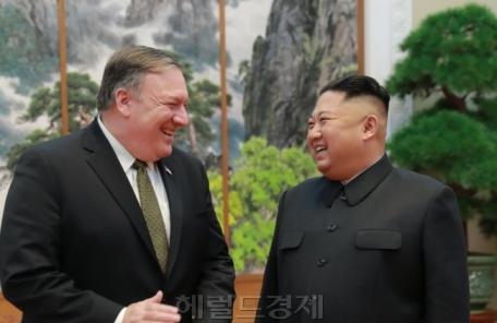 """""""김정은, 폼페이오 접견서 경제제재 해제 요구"""""""