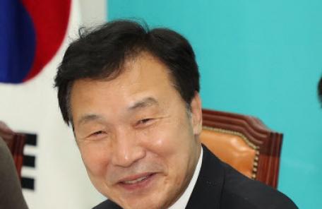"""손학규 """"정치지형 왼쪽으로 이동…유승민, 한국당 절대 안 간다"""""""