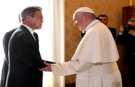 """프란치스코 교황 """"공식초청장 오면 갈 수 있어""""…사실상 방북 수락(2보)"""