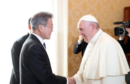 """교황청 """"프란치스코 교황, 진지하게 방북 고려"""""""