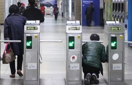 광역 전철 부정승차 3년간 80만건 육박