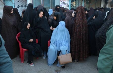 목숨 건 투표…아프간 투표소 폭발로 수십명 사상자 발생