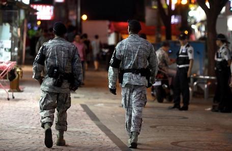 행인 폭행한 미군 병사…출동 경찰관에도 폭력
