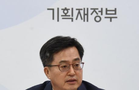 """김동연 """"탄력근로 적용기간 6개월이나 1년으로 확대 검토"""""""