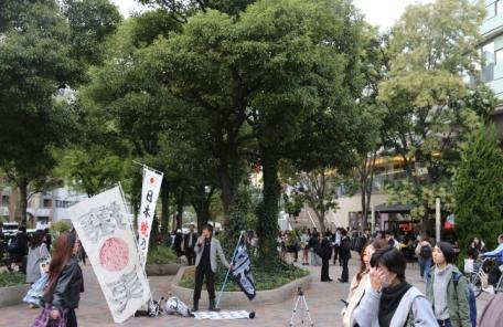 방탄소년단 공연장 앞서 '혐한 반대' 외친 일본인들…왜?