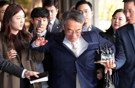 임종헌 전 법원행정처 차장 재판에… 적용 혐의 30개 달해