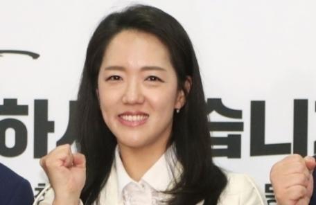 """강연재, 또 하태경 겨냥 """"빨갱이 좌파 앞잡이""""…홍준표 감싸기"""